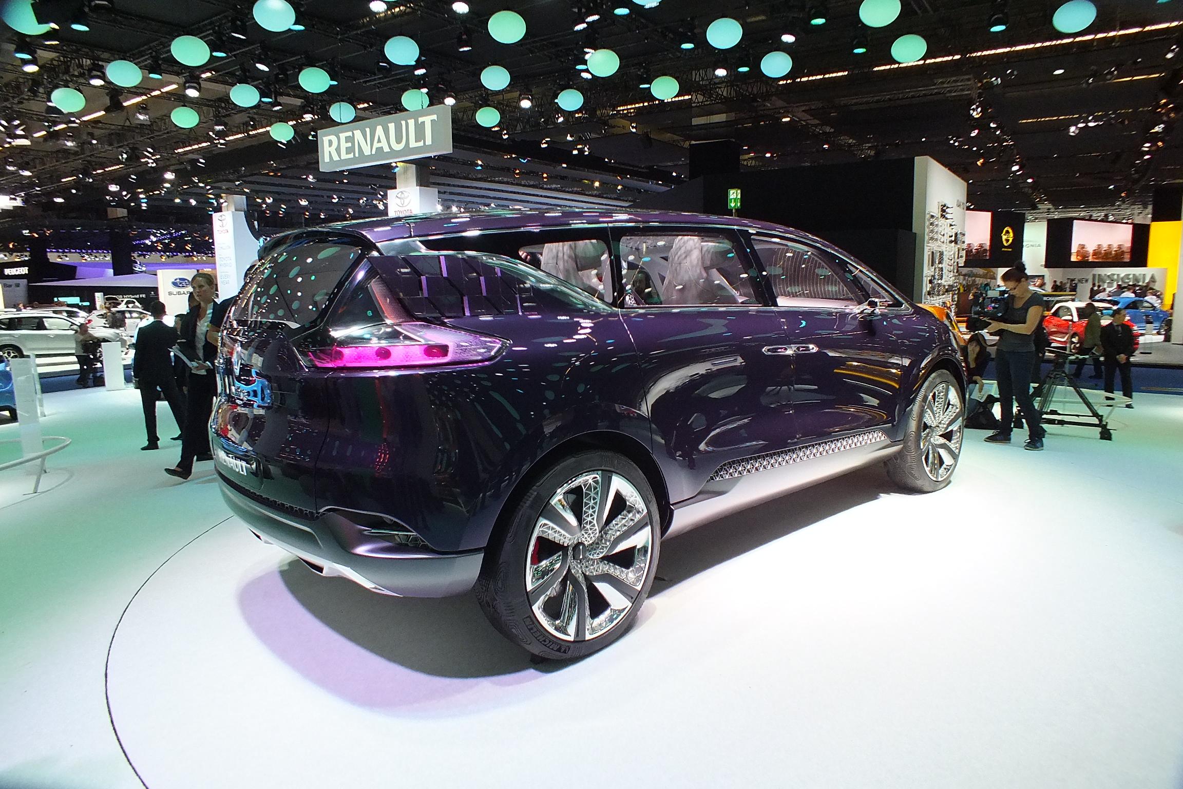 http://images.caradisiac.com/images/9/1/0/0/89100/S0-En-direct-du-salon-de-Francfort-2013-Renault-Concept-Initiale-Paris-le-6e-petale-fait-Bling-302674.jpg