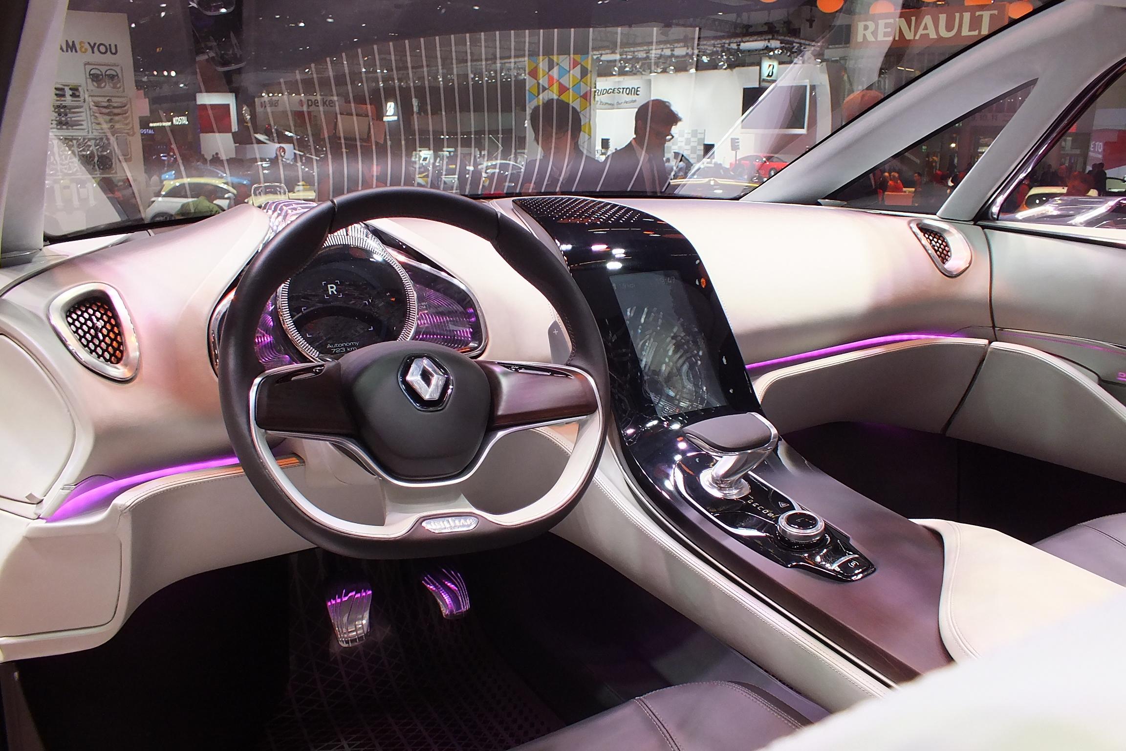 http://images.caradisiac.com/images/9/1/0/0/89100/S0-En-direct-du-salon-de-Francfort-2013-Renault-Concept-Initiale-Paris-le-6e-petale-fait-Bling-302680.jpg