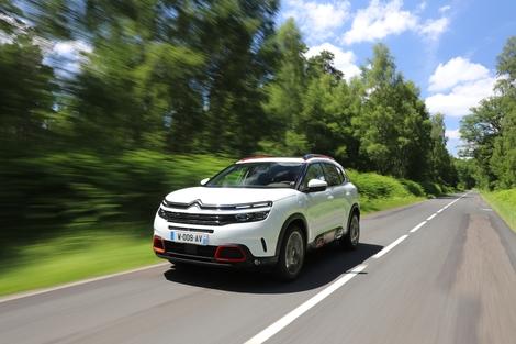 Comparatif vidéo - Citroën C5 Aircross vs Peugeot 3008 : à qui le trône?