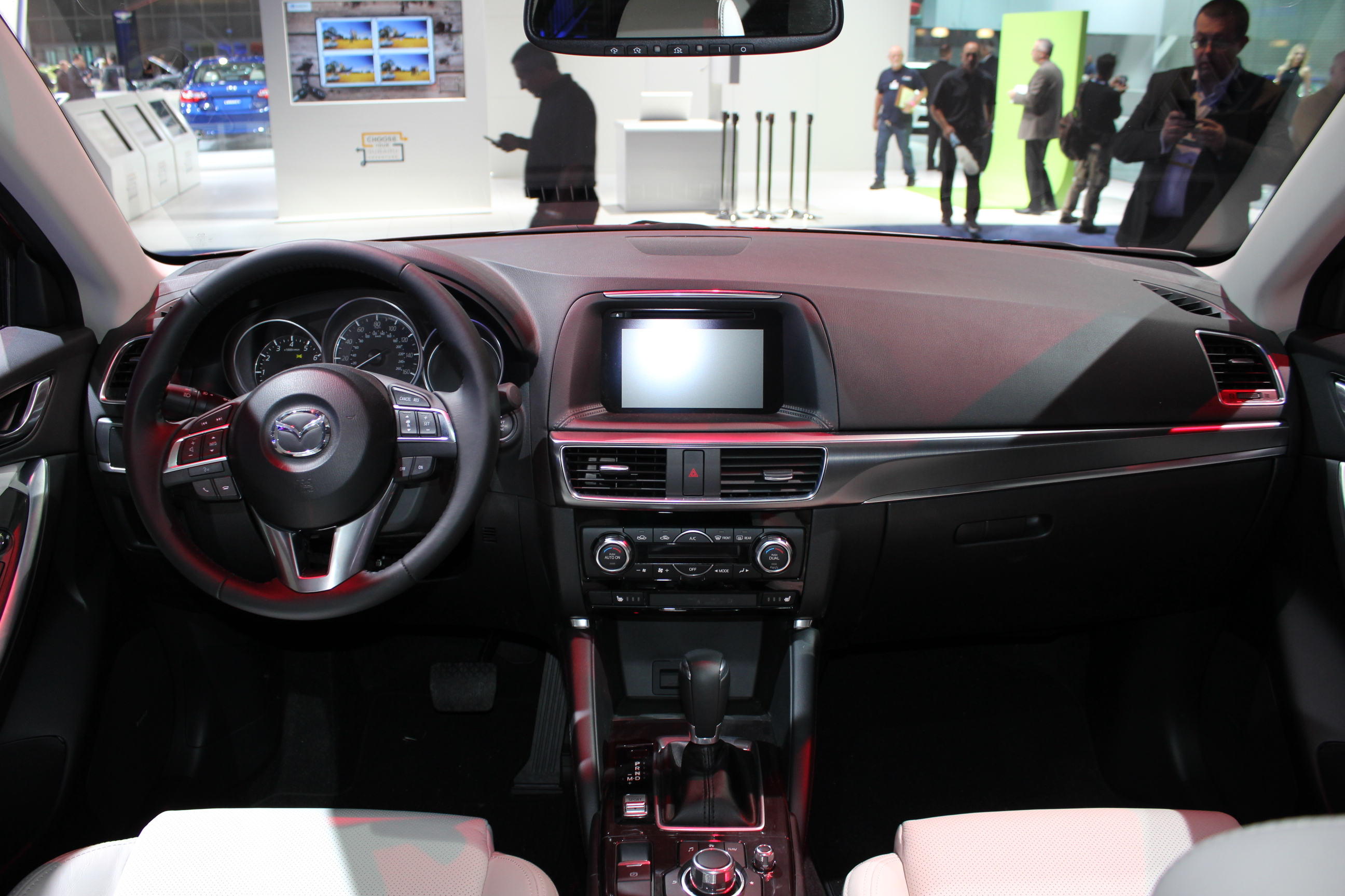 mazda cx 5 restyl qualit en hausse en direct du salon de los angeles 2014. Black Bedroom Furniture Sets. Home Design Ideas