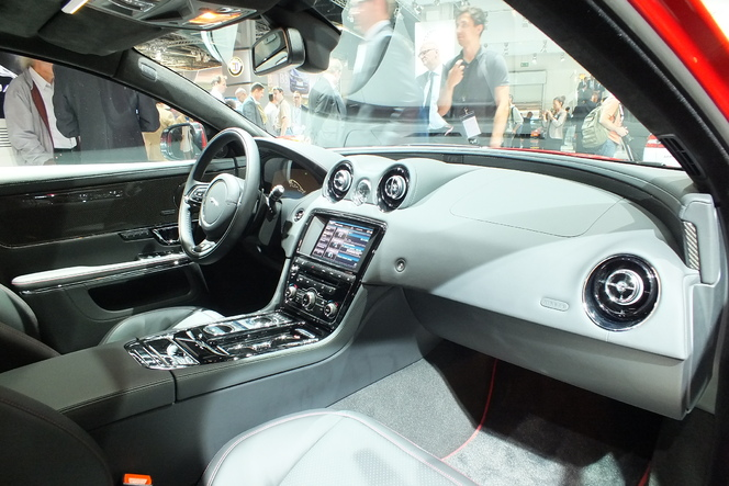 En direct du salon de Francfort 2013 - Jaguar XJ restylée : l'anti-Classe S
