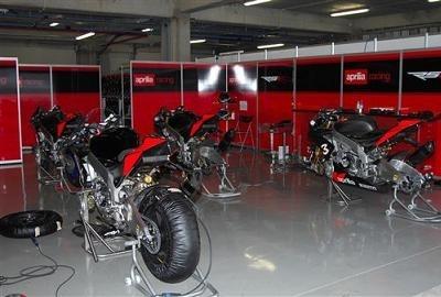 Superbike - Aprilia: Deux RSV4 de plus et Simoncelli en approche
