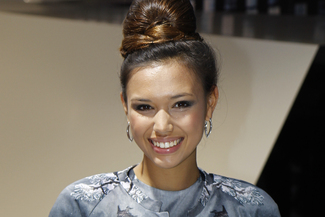 Elisez Miss Francfort 2013 - Les plus jolies hôtesses du salon en lice...