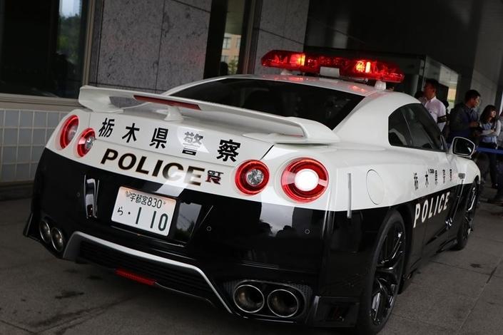 Un Japonais offre une Nissan GT-R à la police locale