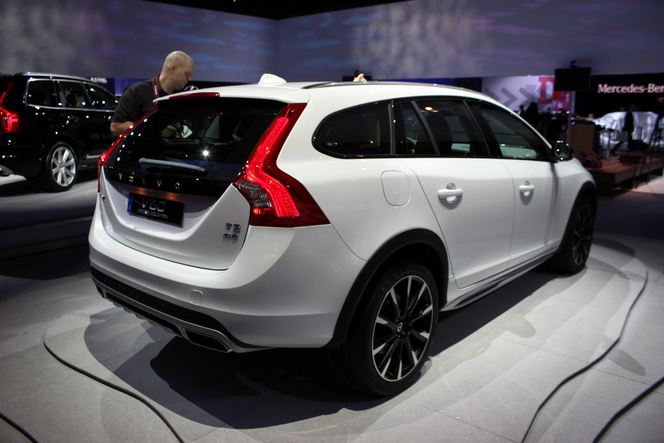 Volvo V60 Cross Country : pour battre la campagne - En direct du salon de Los Angeles 2014