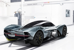 La question qui tue - Peut-on dire que la nouvelle hypercar d'Aston Martin est moche ?