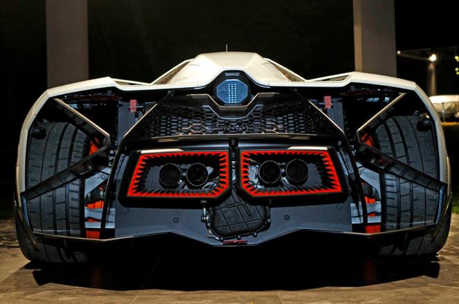 La Lamborghini Egoista montre son popotin