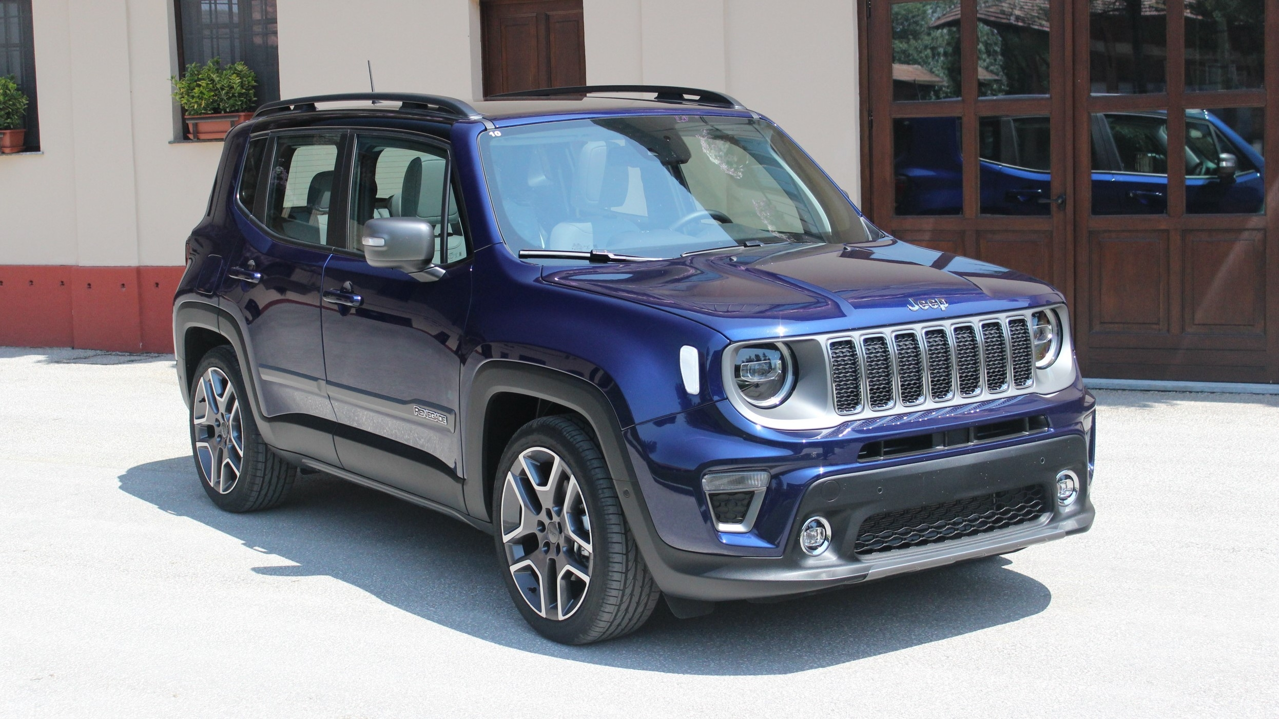 essai vid o jeep renegade restyl 2018 volution sans r volution. Black Bedroom Furniture Sets. Home Design Ideas