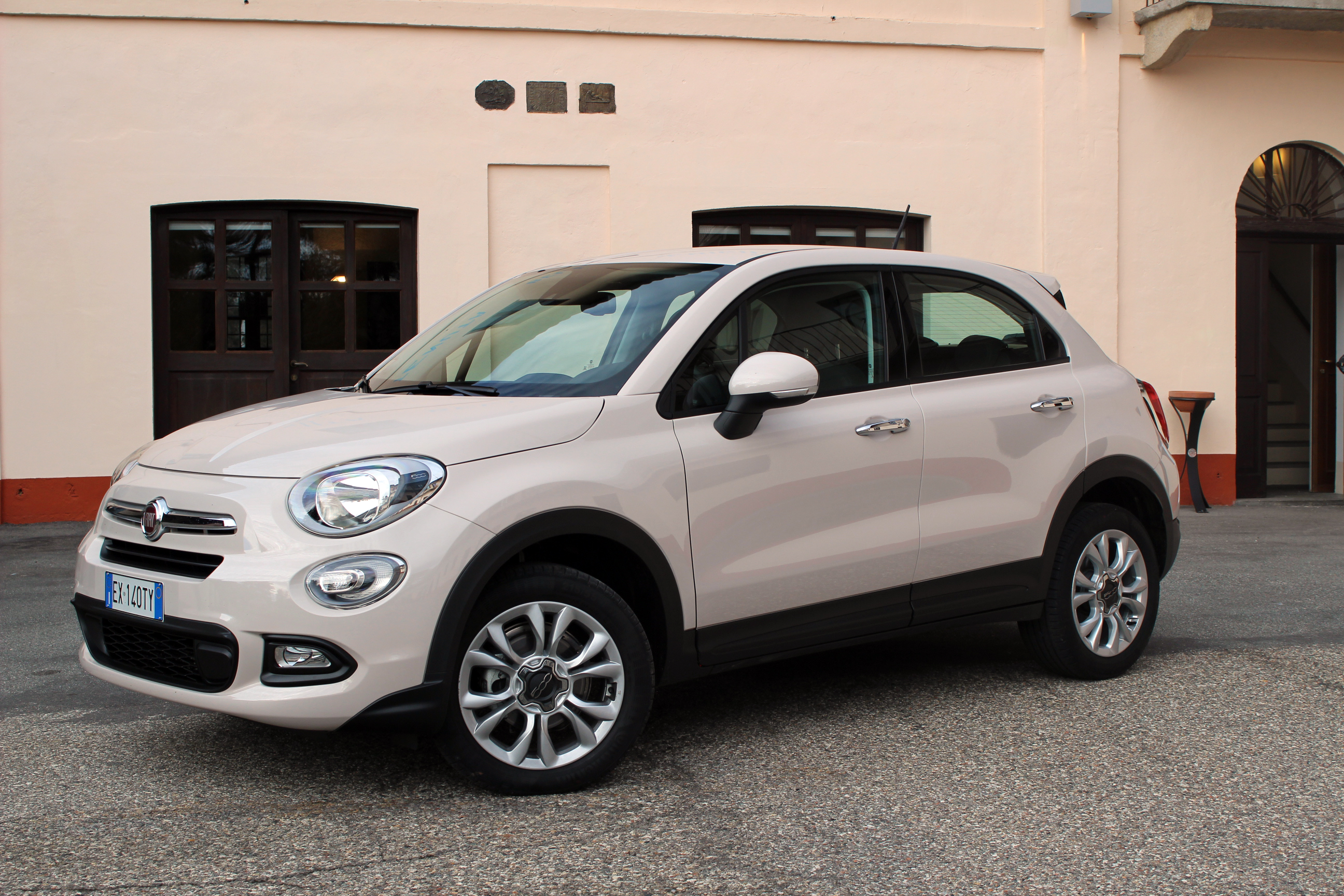 la fiat 500 x arrive en concession ren gat italien. Black Bedroom Furniture Sets. Home Design Ideas