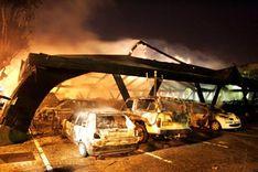 5000 incendies de voitures : les banlieues en feu