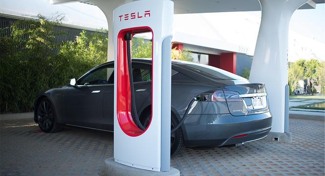 Tesla promet un grand nombre de stations de recharge pour l'Europe