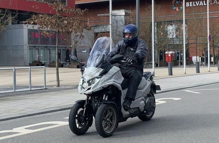 Peugeot dévoile 2 nouvelles versions de son Metropolis pour 2021 S1-le-futur-scooter-trois-roues-kymco-cv3-surpris-sur-la-route-668565