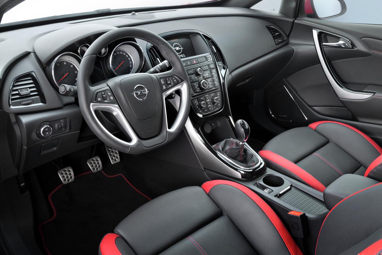 Opel retouche déjà son Astra : nouveaux moteurs et léger ...