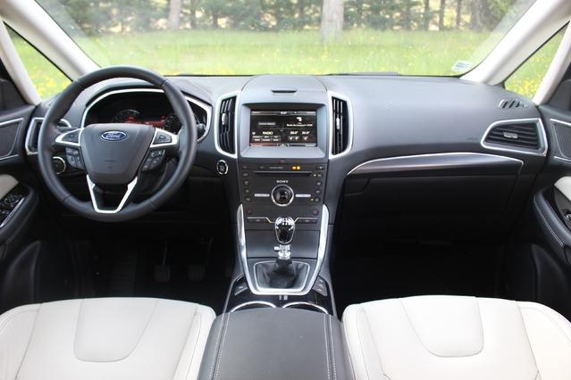 Le cockpit est moderne mais peu ergonomique