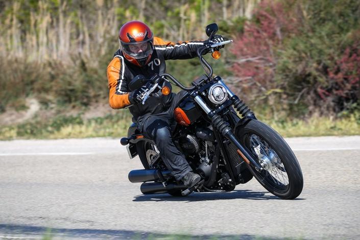 Harley-Davidson Street Bob 114 2021 S1-essai-harley-davidson-softail-streetbob-114-mini-ape-maxi-twin-668612