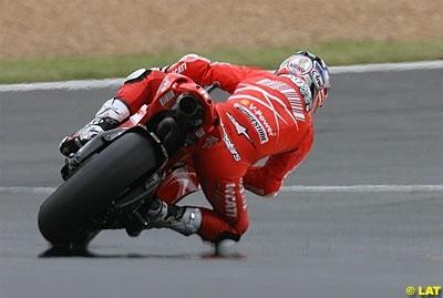 Moto GP - Italie: Stoner toujours aussi seul chez Ducati