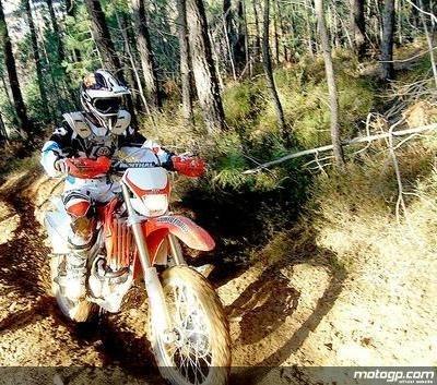Moto GP - Entrainement des pilotes: Les dangers et les vertus du motocross