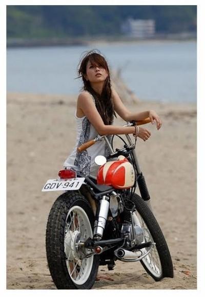 Moto & Sexy : Cafe Racer Babe #5