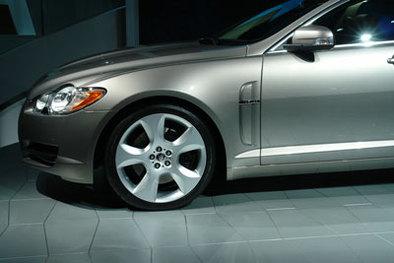 Jaguar XF en direct de Francfort: y'aura débat.