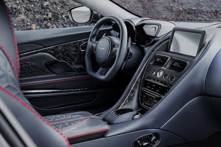 Mondial de Paris 2018 - Aston Martin dévoile la DBS Superleggera
