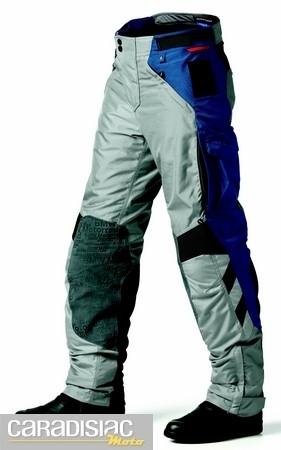 Ensemble BMW Rallye 3… pour les baroudeurs, voici le pantalon.