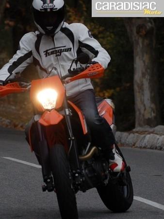 Essai Alpinestars Supertech R: botte racing haut de gamme.