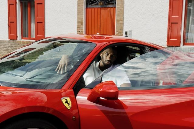 Ferrari : le basketteur Kobe Bryant en visite à Maranello