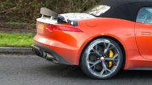 Surprise : première prise de la Jaguar F-Type SVR