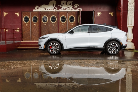 Ford Mustang Mach-E VS Jaguar I-Pace: connected animals - 2021 Caradisiac Electric / Hybrid Show