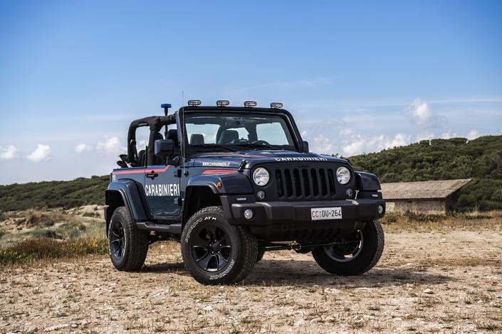 Italie : les policiers vont patrouiller sur les plages en Jeep Wrangler