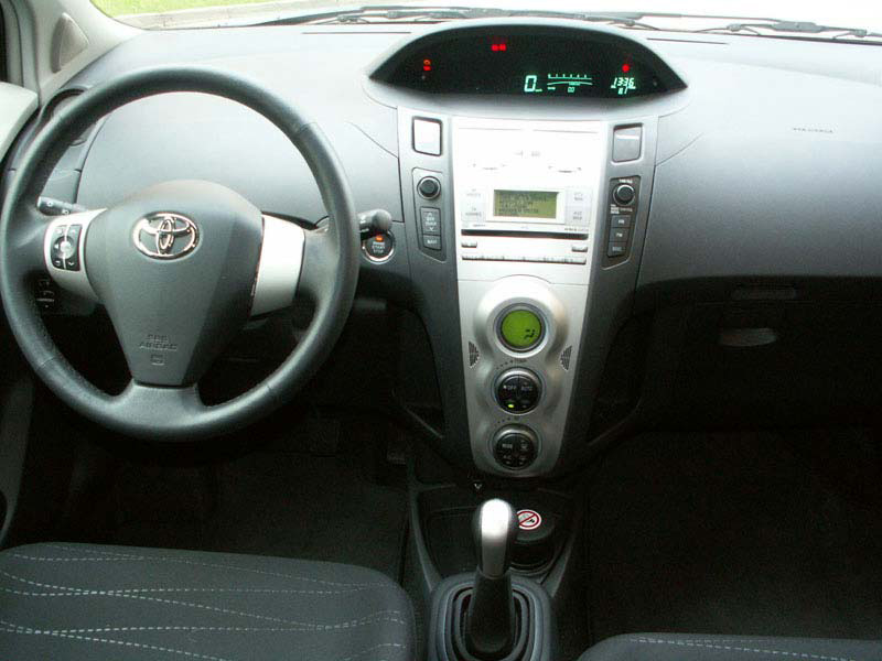 toyota yaris une v ritable citadine. Black Bedroom Furniture Sets. Home Design Ideas