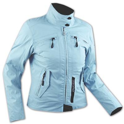 Un peu de bleu dans le gris hivernal : veste A-Pro Dea Lady.