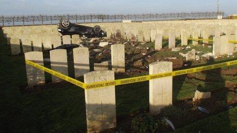 Arras : roulant ivre à plus de 180 km/h, il finit sa course dans le cimetière