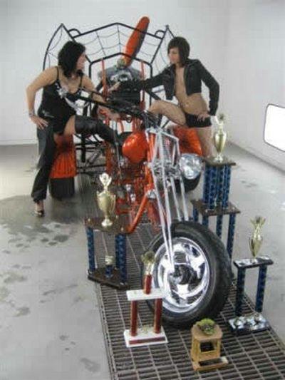 Photo du jour : Trike chopper dans le vent et sacrée concurrente de la Démone Double-Zéro Grand Sport.