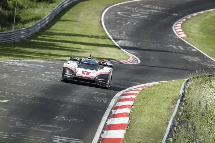 Porsche explose le record historique du Nürburgring (vidéo embarquée)!