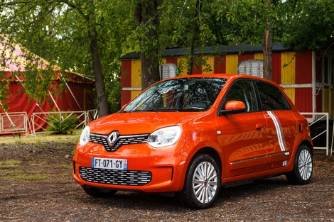 The Twingo is cute, cheerful, inspired by both the Renault 5 turbo 2 and the Fiat 500, yes.