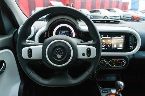 The Twingo is more techno and better equipped.