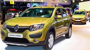 La Sandero reçoit la calandre Renault dans les pays d'Europe de l'Est, du Maghreb ou encore d'Amérique du Sud. Elle profite parfoisd'un bouclier spécifique.