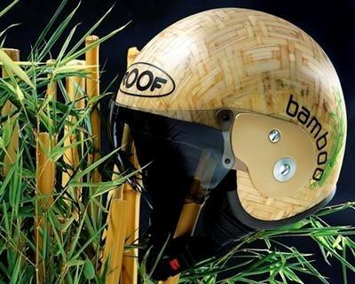 Roof fait des casques en bambou