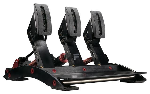 Test du Fanatec ClubSport Pedals V3 : un pédalier hors norme