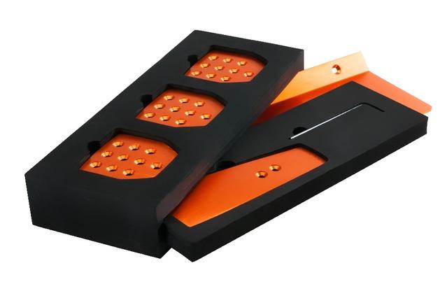 En plus de la couleur ce kit permet de passer l'accélérateur sur une petite pédale (plusieurs coloris disponibles)