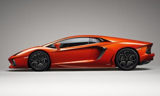 Une Lamborghini Aventador 4 places en préparation?