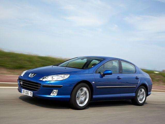 Dans l'ensemble despatrimoines, il n'y a aucune trace de voiture écologique, même chez les ministres Verts. Jean-Vincent Placé, nommé en début d'année Secrétaire d'État chargé de la Réforme de l'État, déclare rouler en Peugeot 407, achetée d'occasion en 2013 7000€.