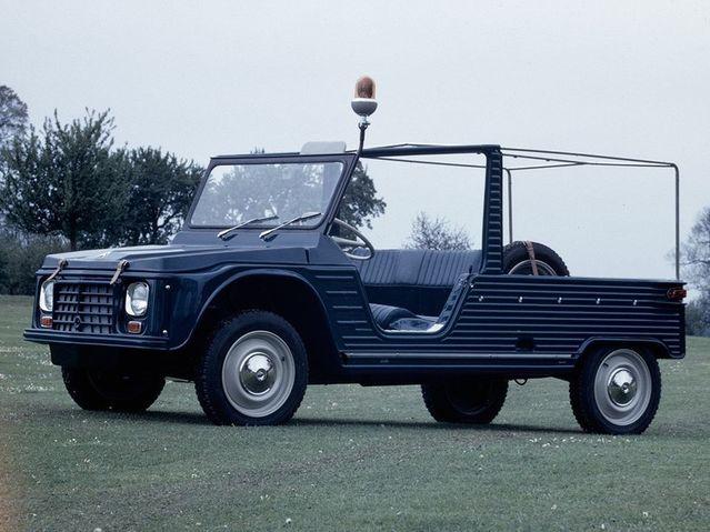 Il est le ministre le plus fortuné du gouvernement. Son patrimoine dépasse les8millions d'euros. Jean-Michel Bayleta le garage le plus attirant. Outre deux motos (une Harley Davidson de 1996 et une Honda de 2002), il possède cinq véhicules de collection dont il estime la valeur totale actuelle à 40000€. Il y a une Mercedes de 1932, une Delahaye de 1953, une Amilcar de 1965 ou encore une Citroën Méhari de 1969.