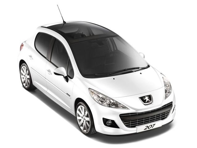 Il est le deuxième «plus riche» du gouvernement, avec un patrimoine supérieur à3millions d'euros. Mais ce sont surtout ses propriétés immobilières qui gonflent la valeur de son patrimoine car côté automobile c'est une simple Peugeot 207 achetée 12.000€ en 2012 qui est mentionnée.