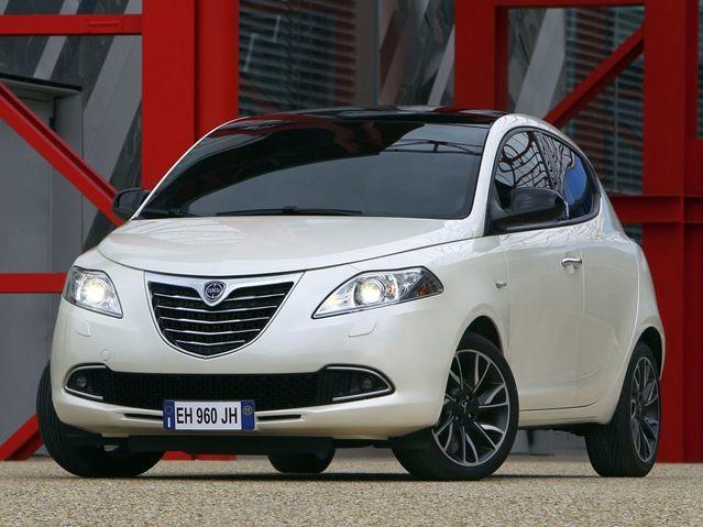 Les voitures étrangères se font, sans surprise, rares dans les déclarations. Mais le Ministre de la Défense avoue rouler avec une petite italienne, une Lancia Ypsilon achetée en 2012 13000€.