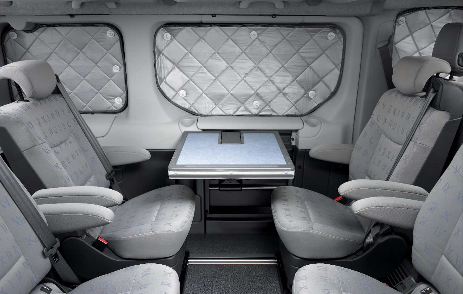 Renault trafic generation evado l 39 engin id al pour s 39 vader for Interieur jumpy 9 places