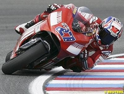 Moto GP: San Marin D.2: Stoner sèche la concurrence