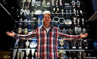 60 trophées dérobés au siège de Red Bull Racing