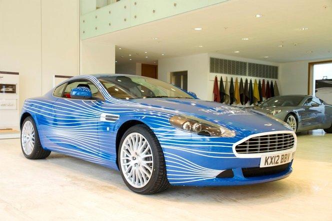 Insolite : une Aston Martin DB9 habillée par les fans de la marque